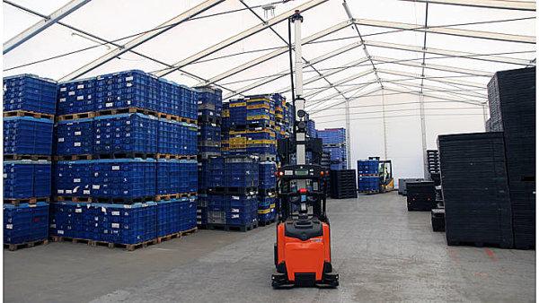 Faurecia nasadila ve své písecké továrně bezpilotní vozíky.