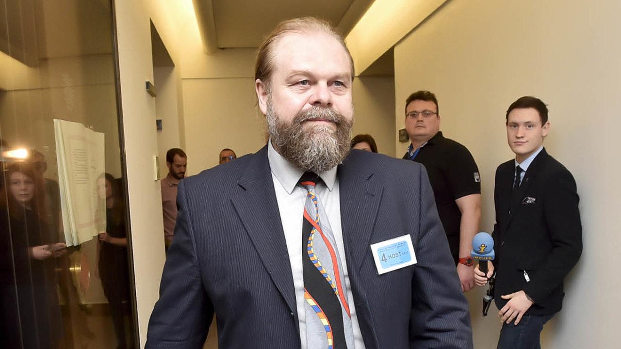 Státní zástupce Jaroslav Šaroch uvedl, že  tlak ze strany veřejných funkcionářů nebo premiéra necítil.