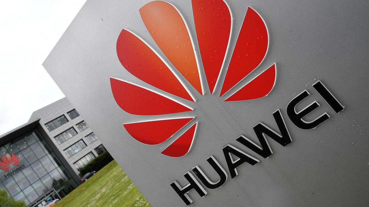 Huawei se kvůli podezření ze špionáže pro čínskou vládu nesmí podílet na budování sítí 5G v USA.