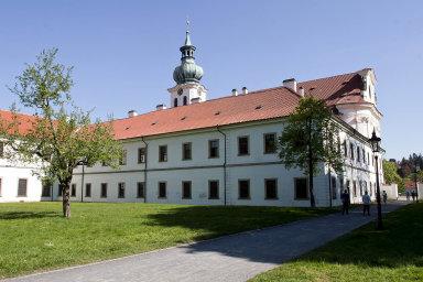 Cyklus přednášek pro farníky iširší veřejnost Břevnovský klášter uspořádal za peníze od ministerstva kultury.