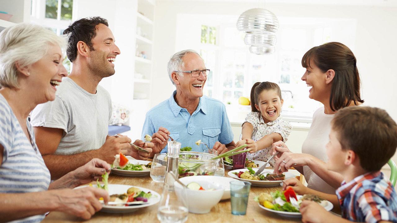 """Pětašedesát procent seniorů bydlí ve vlastním domě či bytě, díky čemuž v podstatě řeší """"pouze"""" výdaje na energie. Třetina má třípokojový byt, další třetina pak obývá byt čtyřpokojový."""