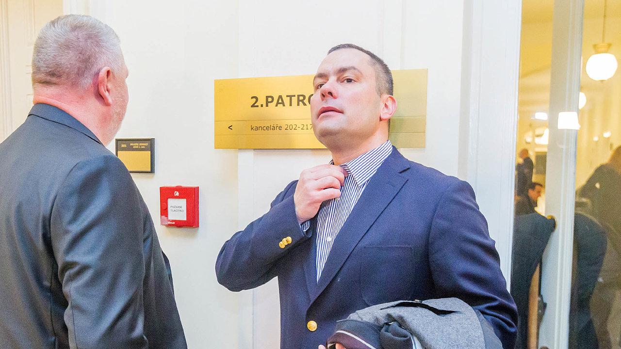 Jméno Davida Michala, tehdy z advokátní kanceláře Šachta & Partners, se objevilo poprvé na veřejnosti v roce 2010 v souvislosti s podezřelými zakázkami Nemocnice Na Homolce.