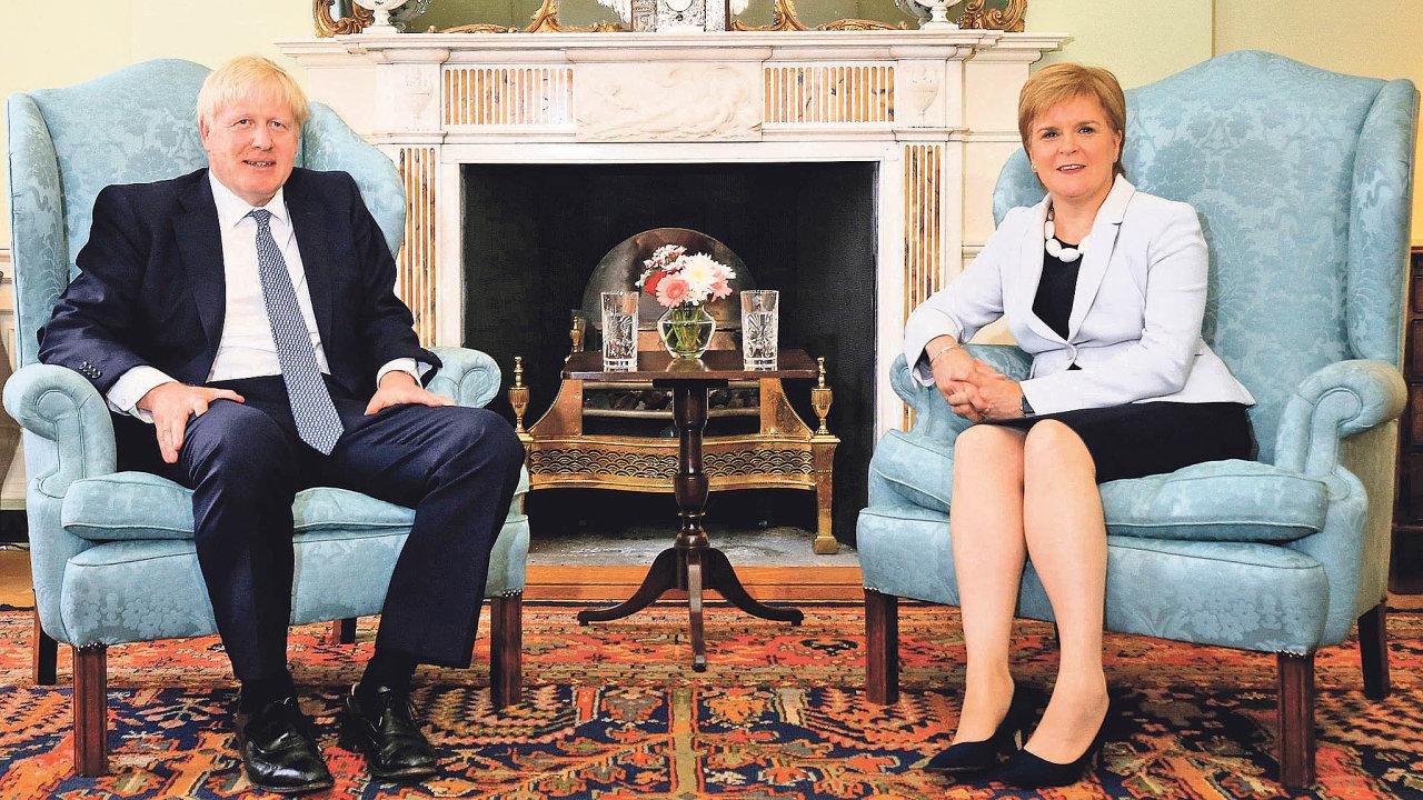 Už svámi nechceme být. Skotská politička Nicola Sturgeonová tvrdí, že premiér Boris Johnson nemůže donekonečna odmítat referendum onezávislosti Skotska.