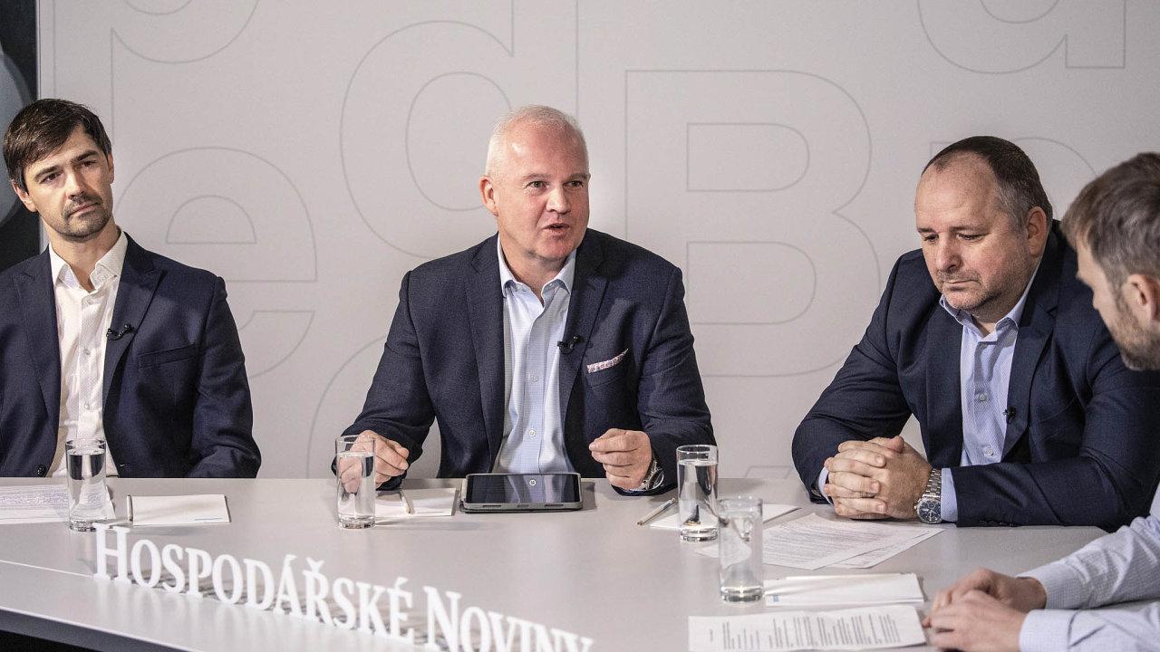 V debatě diskutovali zleva: Roman Voráč zeskupiny Sudop, Patrik Minks, manažer Autodesku, aIvoVrbka z Metrostavu. Debatu moderoval editor speciálních projektů Tomáš Wehle.