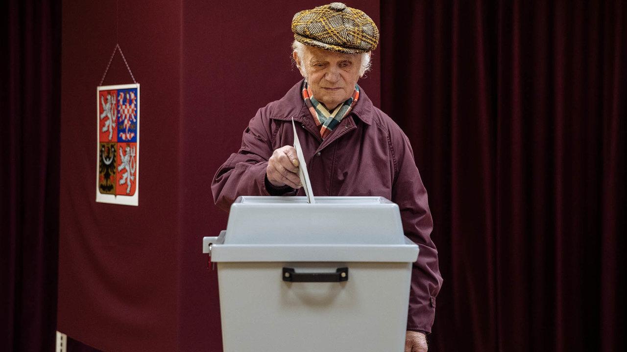 Digitál místo analogu.Vhazování hlasovacích lístků douren patrně ustoupí digitálním formám provádění voleb.