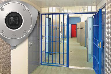 AXIS Q9216-SLV je kamera určená do prostor, jako jsou například věznice. Je robustní a odolná vůči případným pokusům o poškození.