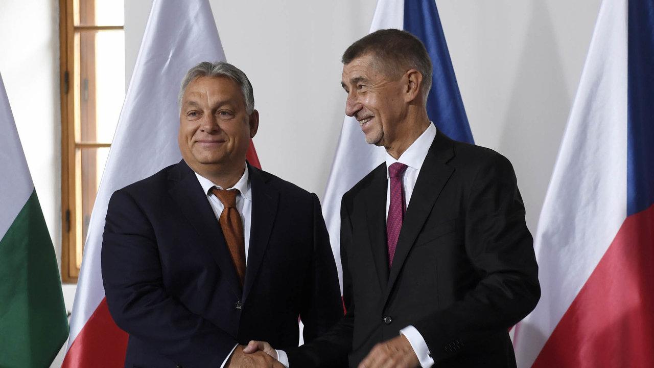 Předseda české vlády Andrej Babiš (ANO) ajeho maďarský kolega Viktor Orbán návrh namimořádné navýšení společného rozpočtu Evropské unie ostře odmítli. Babiš svůj odmítavý postoj později zmírnil.