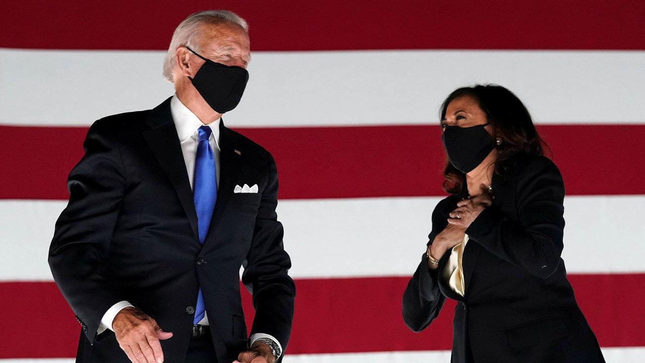 Dvojsečná zbraň. Výběr Kamaly Harrisové zaviceprezidentku má kandidátovi naprezidenta Joeu Bidenovi pomoci khlasům. Pochybení zminulosti bývalé prokurátorky však hodlá využít Donald Trump.