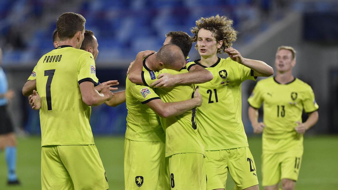 Vpátek porazili Slovensko, vpondělí ale nikdo ztohoto týmu už dozápasu se Skotskem nastoupit nesmí.