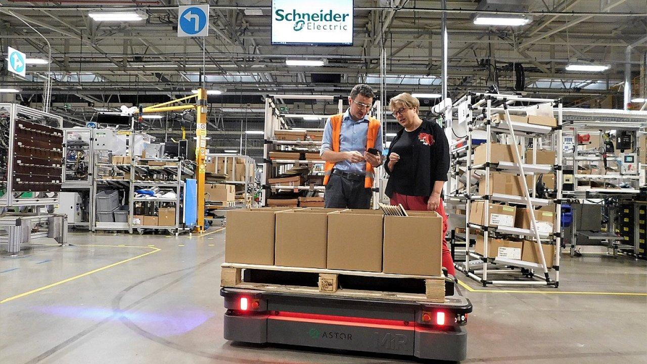 MiR500 v závodě Schneider Electric v polském  Bukownu