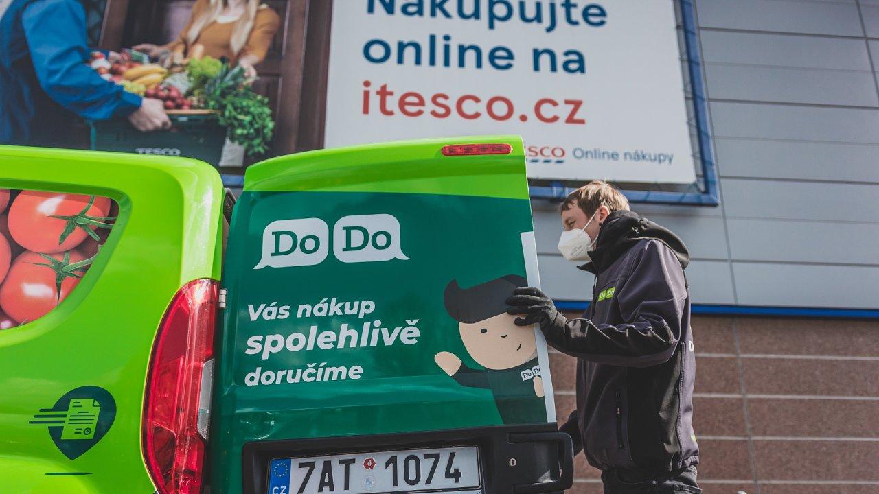 Tesco ocenilo i ekologický přístup firmy DoDo, která kromě pokročilých technologií pro hlídání efektivity dbá i na udržitelnost flotily – pro DoDo jezdí výhradně nové ekologické vozy na CNG.