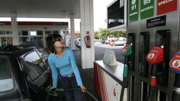 Vyšší inflaci pomohl růst cen pohonných hmot (ilustrační foto).