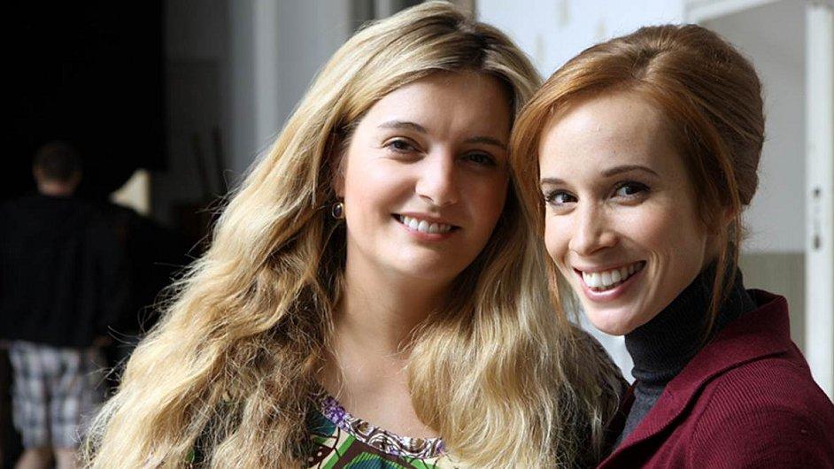 Tereza Polachová (vlevo) s herečkou Táňou Pauhofovou