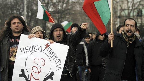 Bulhaři demonstrují proti vysokým účtům za elektřinu.