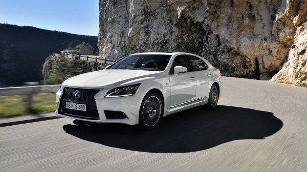 EK26 recenze auto Lexus