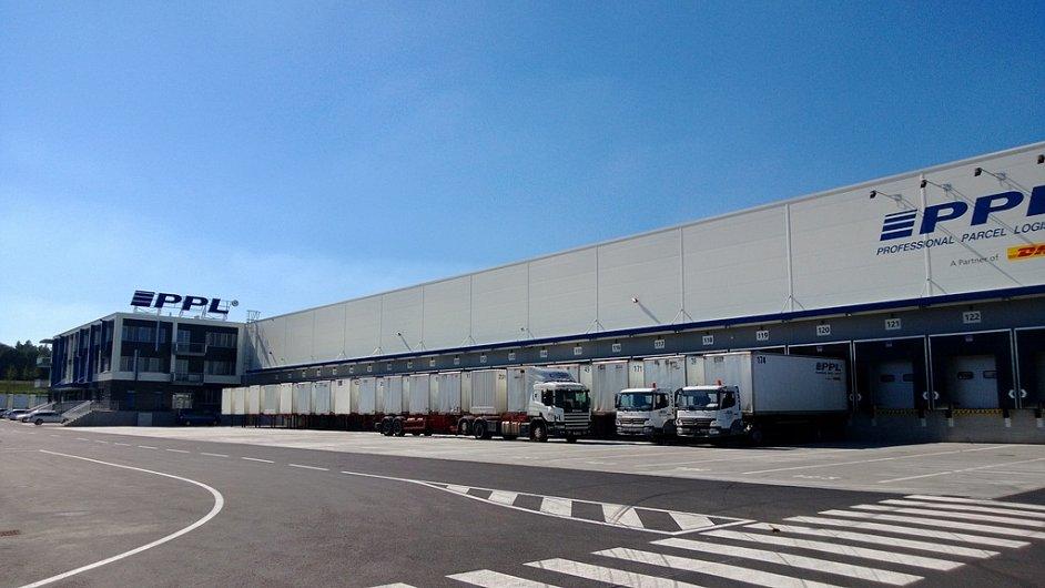 PPL otevřelo nové centrální balíkové překladiště
