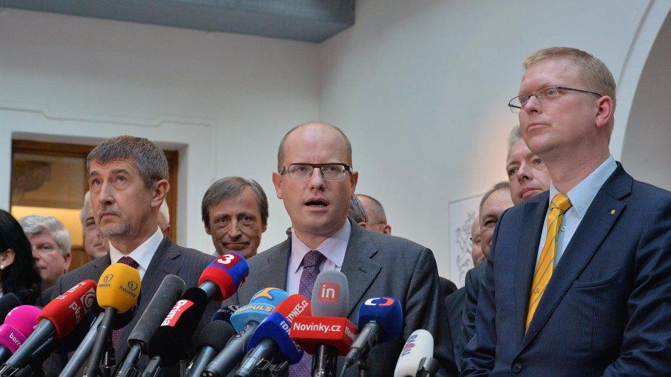 Vláda si v hodnocení Čechů polepšila.