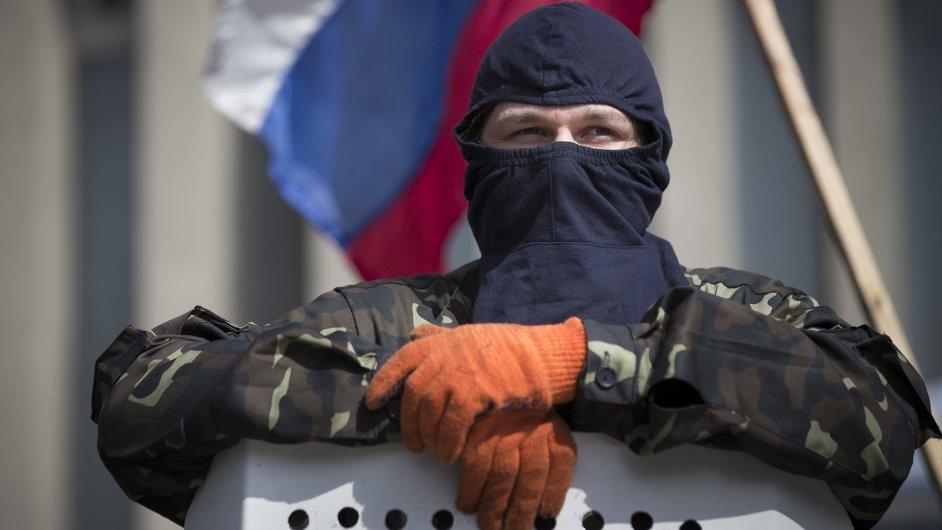 Proruský ozbrojenec v Luhansku