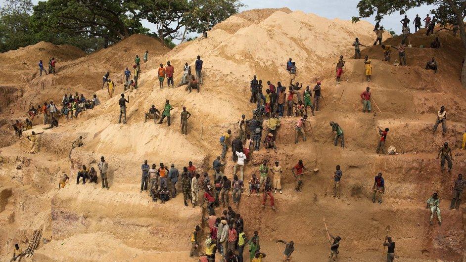 Jak se dobývá zlato v dole Ndassima
