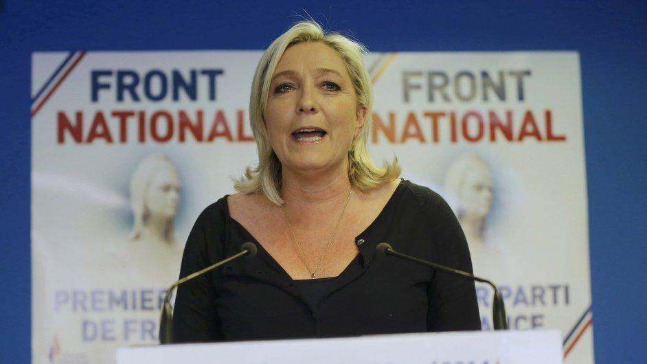 Marine Le Penová. Lze čekat, že z odmítnutí rozpočtu budou profitovat francouzští pravicoví extremisté