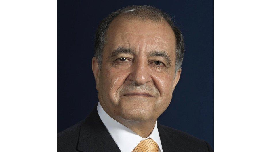 Seifi Ghasemi , předseda představenstva, prezident a generální ředitel společnosti společnosti Air Products