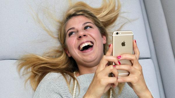 Recenze iPhonu 6: Jabl��k���m se splnil sen o v�t��m displeji, hlavn� slabinou je cena