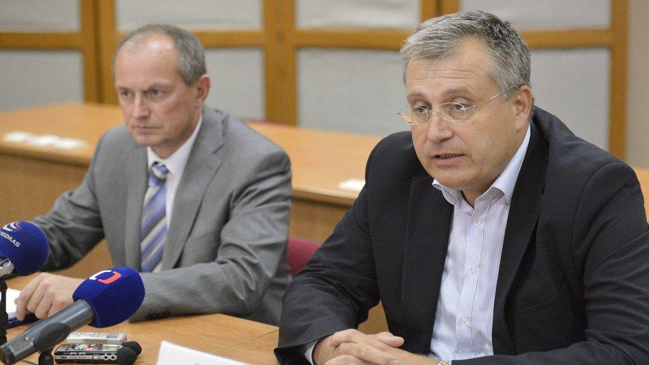 Jiří Pařízek (vlevo) povede dočasně pražskou TOP 09.  Jiří Nouza byl zvolen místopředsedou zastupitelského klubu.