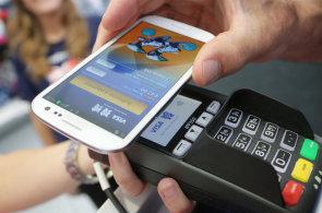 Už platíme telefonem s Android Pay. Nová služba Googlu a tří českých bank nám udělala radost