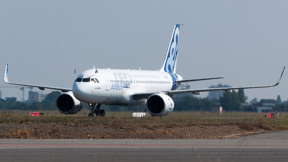 Airbus A320neo landing