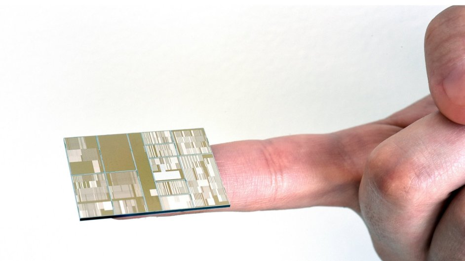 Jeden z prototypů nového čipu od IBM