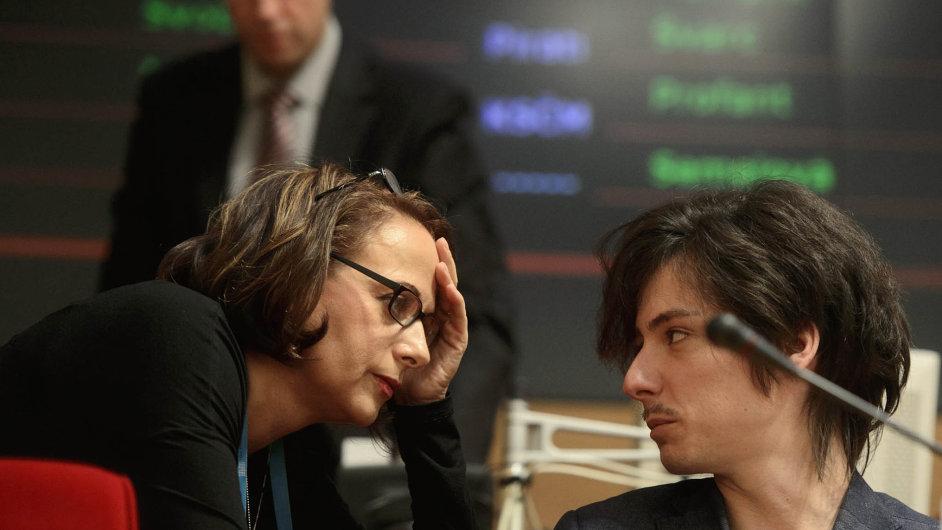 Ostrá slova v koalici: Primátorka Adriana Krnáčová o  náměstkovi Matěji Stropnickém prohlásila, že je neschopný. On řekl, že to, co primátorka dělá, je výsměch odbornosti i transparentnosti.