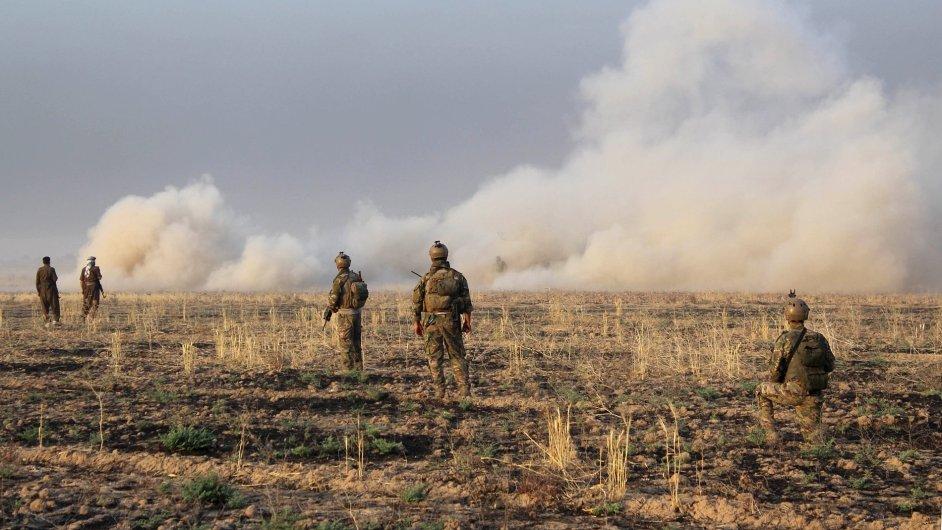 IS prý v Iráku a Sýrii možná vyrábí a používá chemické zbraně