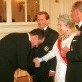 Karel Schwarzenberg s britskou kr�lovnou a �esk�m prezidentem.
