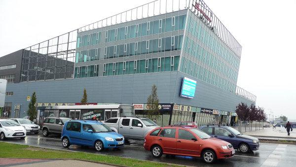Nákupní centrum Bondy ovládl miliardář Vítek.