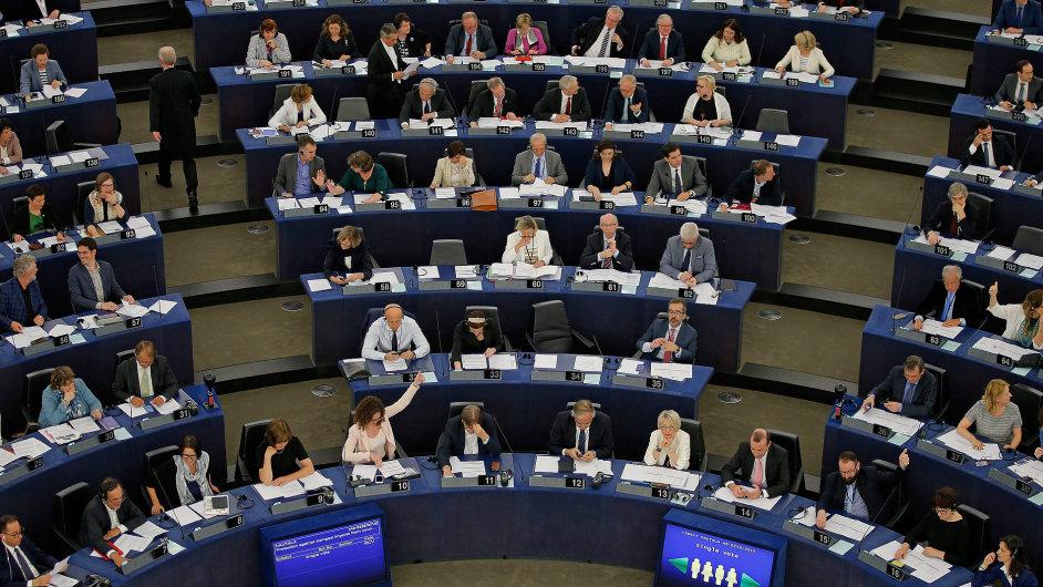 Debata europoslanců o možném střetu zájmů českého premiéra Andreje Babiše.