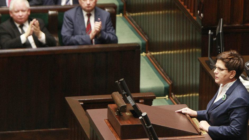 Polská premiérka Beata Szydlová se dušovala, že vláda na žádném na úplném zákazu potratů nepracuje.