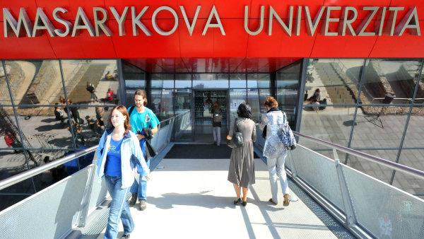 Mladí absolventi často narážejí na to, že po nich zaměstnavatelé chtějí praxi, připomíná mluvčí Masarykovy univerzity Tereza Fojtová - Ilustrační foto.