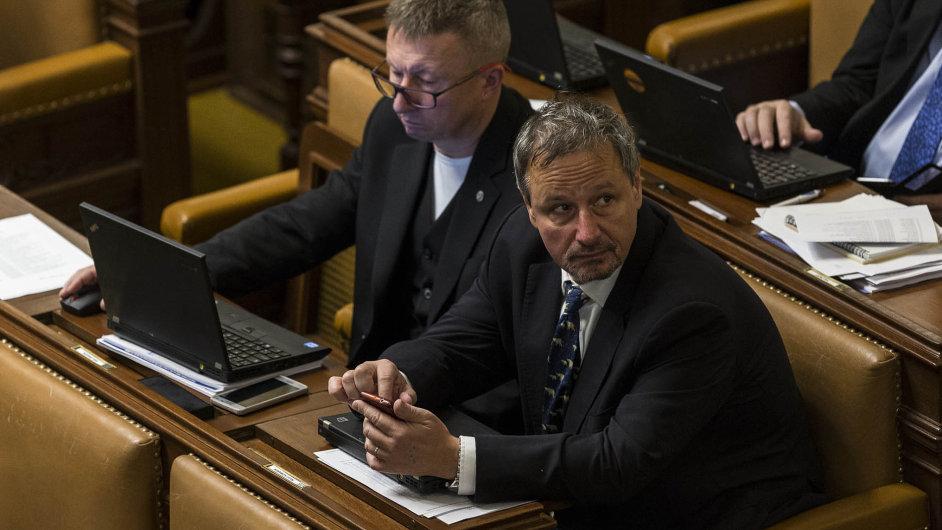 Zajímá se o média. Bývalý novinář Martin Komárek (ANO) spolu s dalšími poslanci navrhl změny ve jmenování do Rady České televize a Rady Českého rozhlasu.
