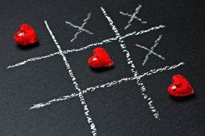 Jak se na Valentýna připravili obchodníci: Do červené zahalili šperky i erotické pomůcky