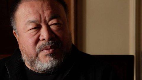 Češi se k uprchlické krizi postavili trapně, proto své dílo instaluji tady, říká Aj Wej-wej.