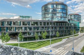Jak umístit 850 zaměstnanců do podlouhlé budovy: Oracle se vypořádal s úzkými tvary Aviatiky