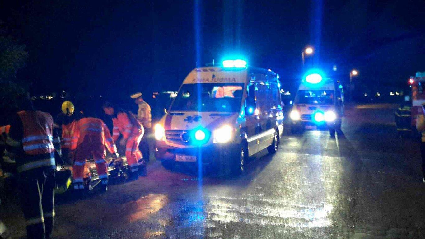 Hasiči zveřejnili sérii fotografií z nehody policejního BMW