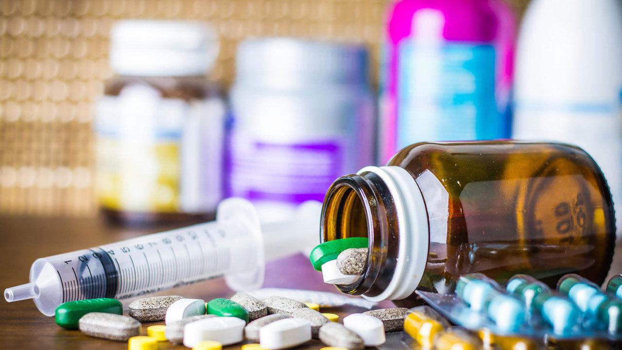 Limity pro doplatky za léky se nově sníží dětem do 18 let a seniorům nad 65 let - Ilustrační foto.