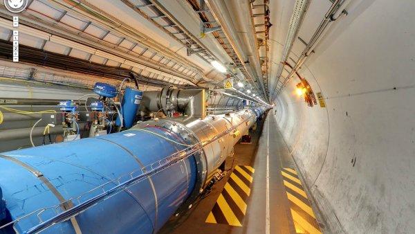 Tunel Velkého hadronového urychlovače v CERN.