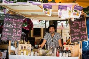 Zápisky protivného hosta: Francouzský trh oslaví desáté narozeniny, na Kampu přiveze vína i neobvyklé maso