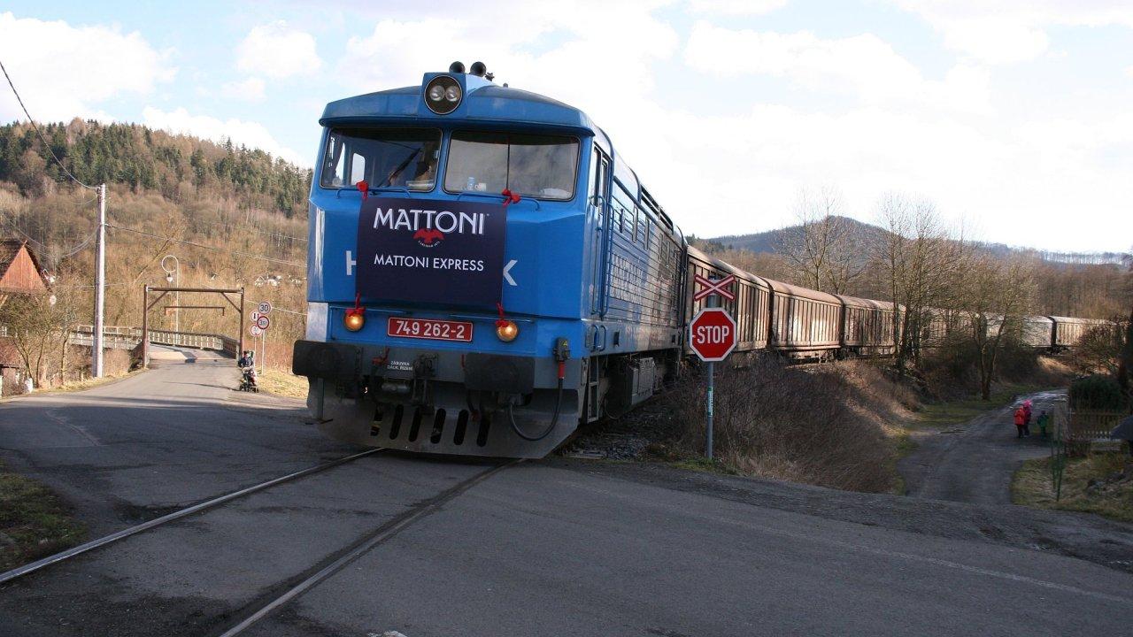 Vlak Mattoni Express vozí minerálky na Moravu už pět let.