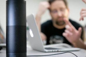 Alexa je i s hudbou oficiálně v Česku: Amazon věří české znalosti angličtiny, na rozdíl od Googlu