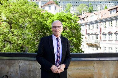 Podle exministra financí Ivana Pilného musí být vzdělání prioritou, v Česku se ale vedou závody v populismu a financují se úplně jiné věci.