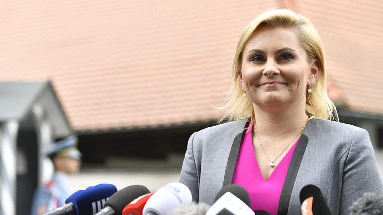 ŽIVĚ: Ministryně spravedlnosti Taťána Malá se ujímá úřadu. Ustojí podezření z plagiátorství?