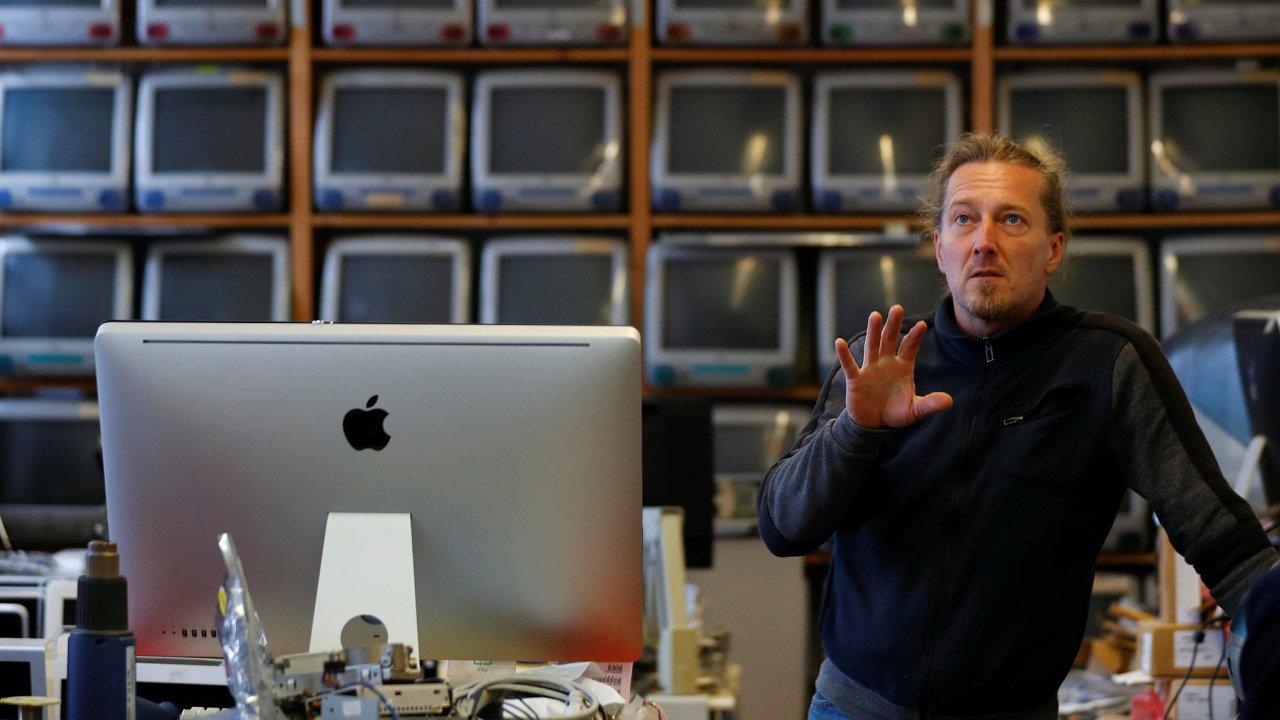 Sběratel počítačů Apple Roland Borsky.
